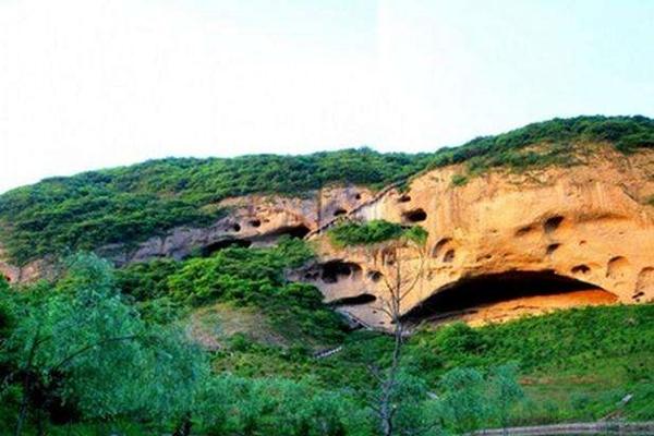 【品质纯玩】安徽明堂山 彩虹瀑布景区 大别山石窟群三日游