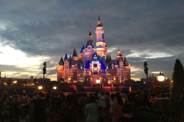 【悠然休闲】上海二日跟团游·迪士尼夜晚烟火表演+外滩+长风海洋世界