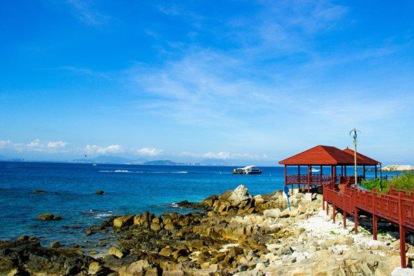 全程指定住宿,超值赠送价值168元豪华游轮畅游三亚湾和价值138元温泉鱼疗