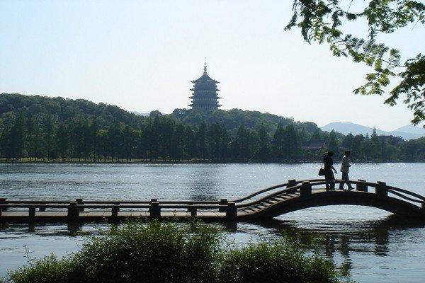 【千年古刹】杭州西湖+河坊街+黄龙洞+飞来峰祈福纯玩二日游