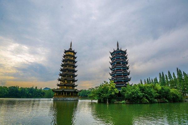 【走遍广西】广西9日跟团游双卧·桂林+阳朔+日月双塔+长寿岛+德天跨国大瀑布