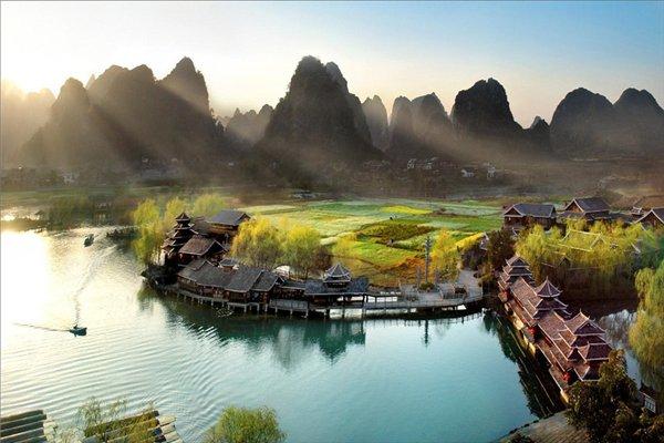 【畅享桂林】桂林4日3晚跟团游双飞·訾洲岛+日月双塔文化公园+蝴蝶泉