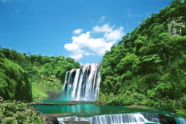 最出名的大瀑布群,世界最大原始苗寨,最爽心悦目的森林绿宝石
