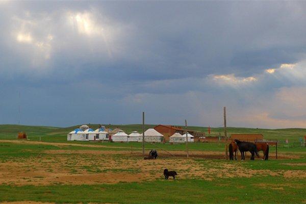 【乐享】内蒙古4日3晚跟团游双飞.拉穆仁大草原+库不齐沙漠+呼和浩特